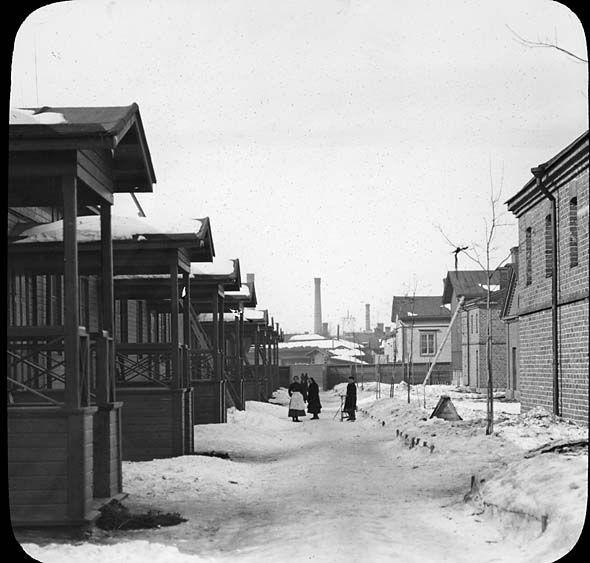 Finlaysonin työntekijöiden asuntoja Amurissa, kuvattu 1889-1926 välisenä aikana, Axel Tammelander, Vapriikin kuva-arkisto.