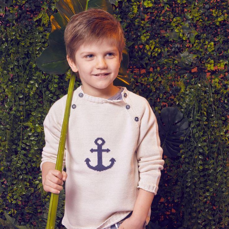 Ecru gebreide trui met donkerblauw anker van het Spaanse merk Fina Ejerique.