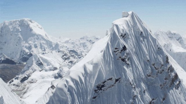 This breathtaking video was shot from above 20,000 feet and captures the Himalayas in such clear detail...