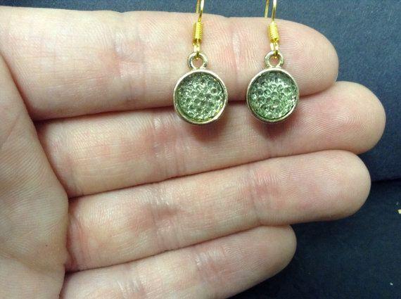 Round light emerald dangle earrings