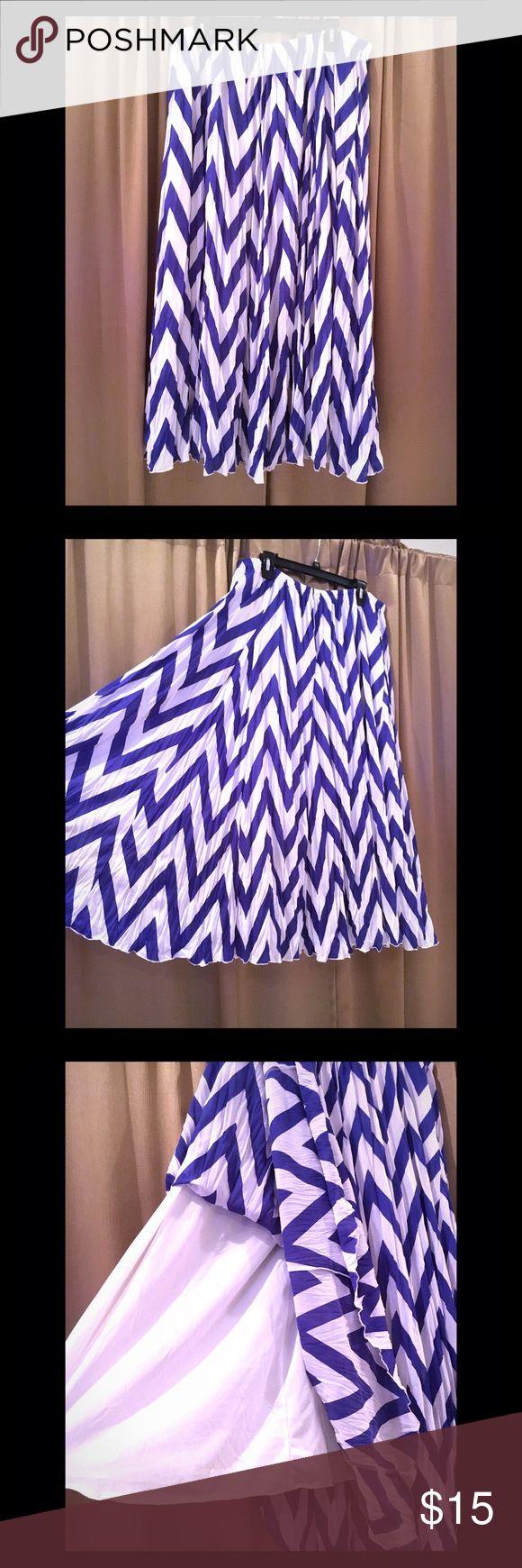 💙🔹Blue and White Chevron Maxi Skirt 🔷 Maxi Shirt. Comfortable. Chevron. Lined, not see through.  Elastic Waistband. XL Women's. Zac & Rachel Skirts Maxi