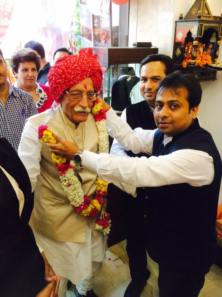 WE FEEL PROUD THAT OUR NEW DELHI JEWELLERY SHOWROOM IS INAUGURATED BY MR. DHARAM PAL , CHAIRMAN OF MDH MASALA PVT. LTD. MR. DHARAM PAL IS 93 YEARS OLD FULLY ACTIVE, ENERGETIC AND SUCCUSSFULL ENTREPENUER WHO HAS SET EXAMPLE FOR THE PEOPLE OF INDIA
