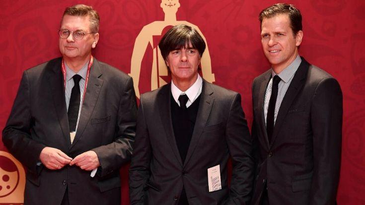 Die deutsche Delegation in Moskau: Löw (M.) mit DFB-Präsident Reinhard Grindel (l.) und Nationalelf-Manager Oliver Bierhoff