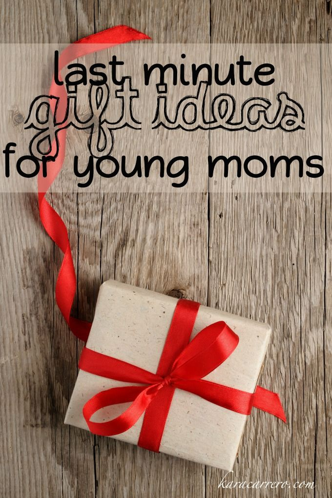 Easy last minute gift ideas for mom - a great list for dad, husband, and kids to use the week before Christmas or birthday in order to make, buy, or put together a really thoughtful gift for her.