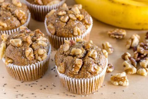 Ingredienser: 2,5 dl (kogt) økologisk quinoa 2,5 dl mandelmel 1 dl havregryn 2 spiseskeer økologiske chiafrø 2-3 spiseskeer ahornsirup eller honning 2 bananer 0