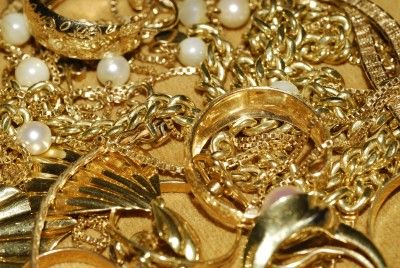 Jewelry loan pawn shops offer loans on jewelry. You can get instant cash when you visit such pawn shop.This is because they instantly provide cash loan to customers.