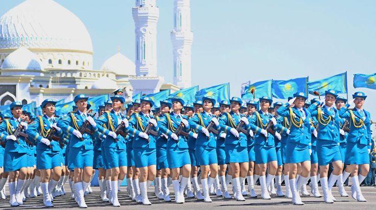 Kazakhstan. Un défilé des forces armées kazakhes dans la capitale Astana, le 7 mai 2014.   Selcuk Uysal / Anadolu Agency / AFP