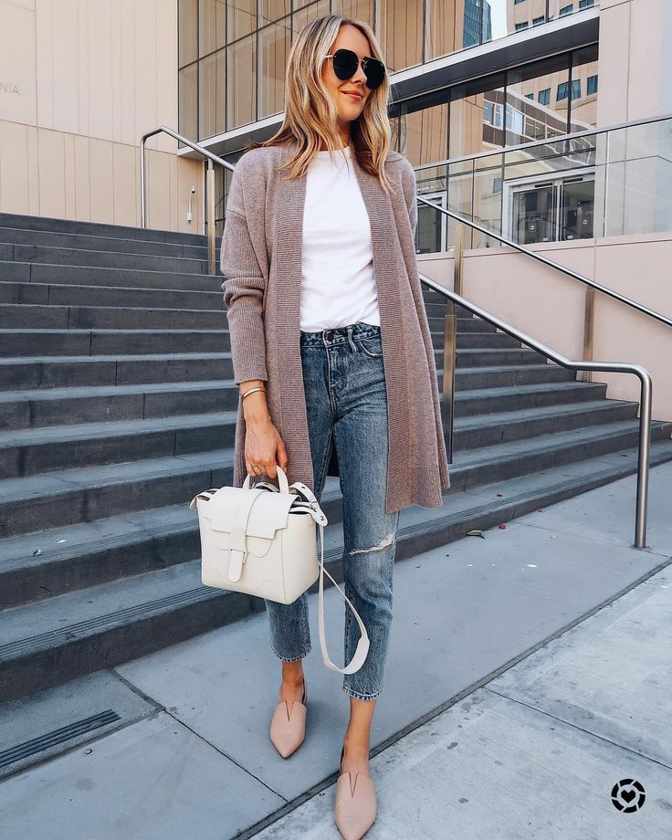 Easy grey/ nude cardigan over cropped denim with Seneve white bag and pink/grey …
