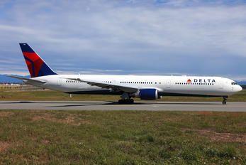 N830MH - Delta Air Lines Boeing 767-400ER photo (53 views)