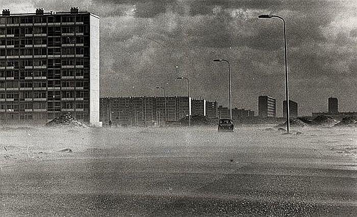 Rio Brancodreef 1968: Een zandstorm in Wijk Overvecht in aanbouw. Links de flats aan de St. Maartensdreef
