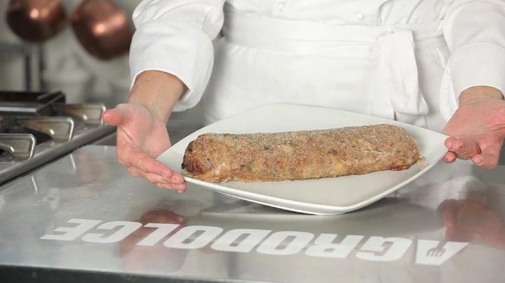 Polpettone ripieno: come realizzare un gustoso polpettone a base di carne macinata mista di vitello e maiale, farcito con mortadella, groviera e bietole.