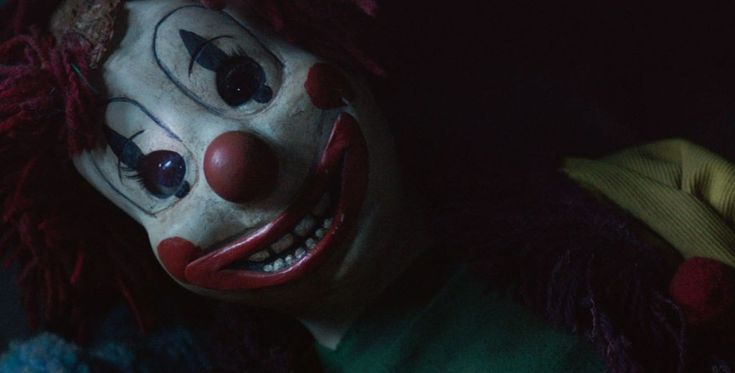 Creepy 'Poltergeist' Clown Sings You Happy Birthday Along With A ...