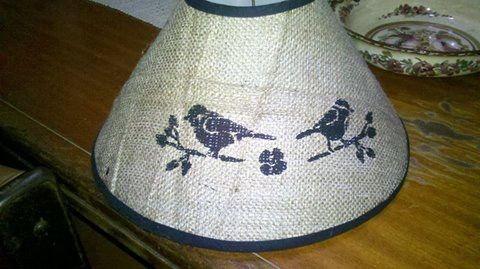 Pantalla de arpillera pintada con stencil