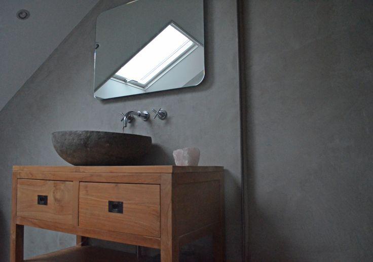 Badkamer in VERBAU-betonstuc #07/4 graniet. www.verbau.nl #betonstuc # ...