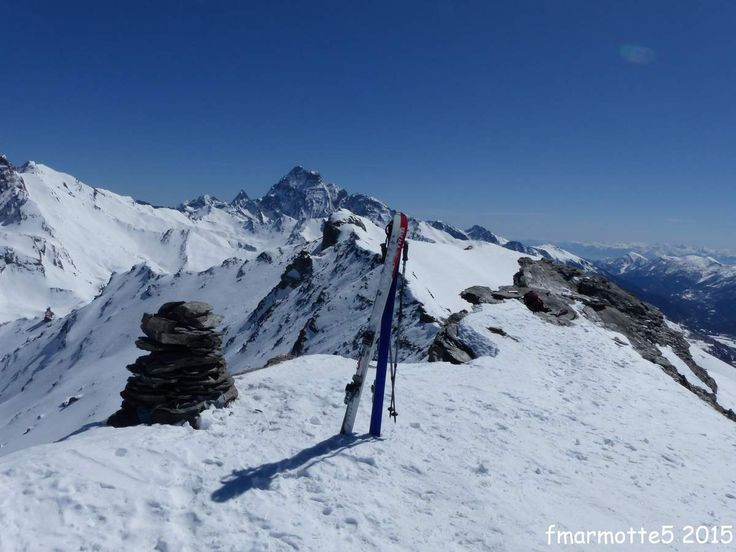 Carte 25 000 IGN Mont Viso PNR du Queyras 3637 OT Altitude 3025 m. D�nivel� : 525 m�tres depuis le Refuge de la Blanche. 1014 m�tres depuis St V�ran. Le Pic de Caramantran domine le Col Agnel et la vall�e de Pontechianale en Italie vers le Sud-Est. Son...