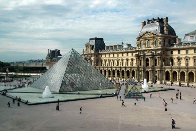 Descoperiti comorile celui mai faimos muzeu din lume – Luvru