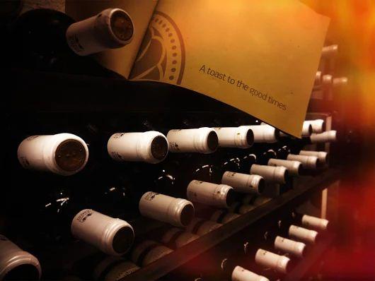 Όμορφες νύχτες στο #ElakatiKitchenBar με καλό κρασί και καλή παρέα!  For Reservations: 2241070688  #OnTripAdvisor #Friday #Elakatales