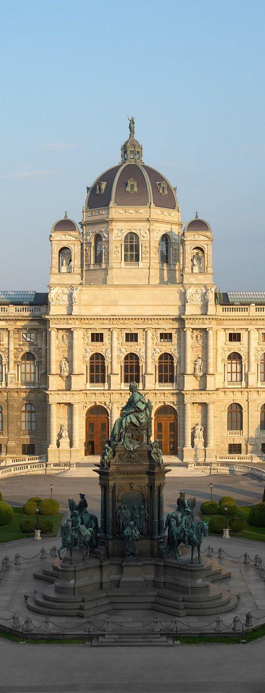 Maria Theresien Platz - Kunsthistorisches-Museum in Vienna   Austria