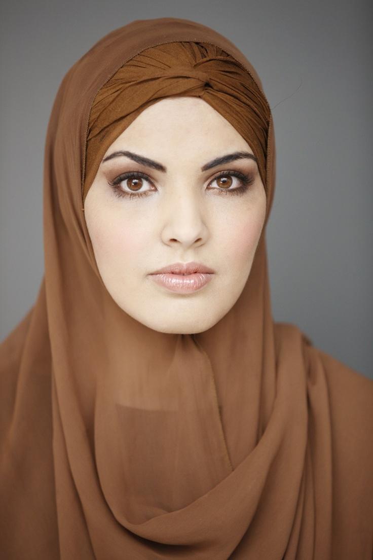 """""""Een burka zal ik zelf nooit dragen. Maar ik respecteer de keuze van vrouwen die dit wel willen.""""  #hoofddoek #hijab  http://www.hoofdboek.com/"""