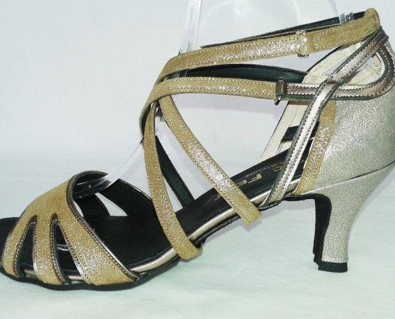 Chaussure de danse et de mariage haut de gamme, fabrication française, 100% personnalisable. Souple et confortable. Ici daim camel pailleté et bronze..