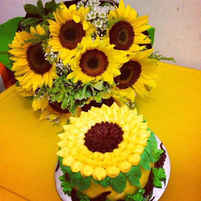 14 best cakes images on Pinterest Cakes Sunflowers and 15 years