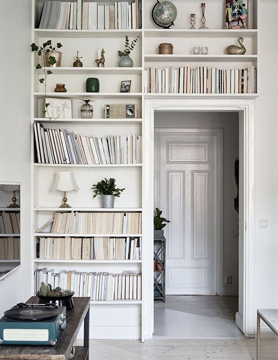 Bookcase styling tip | photo by Boukari for Historiska Hem