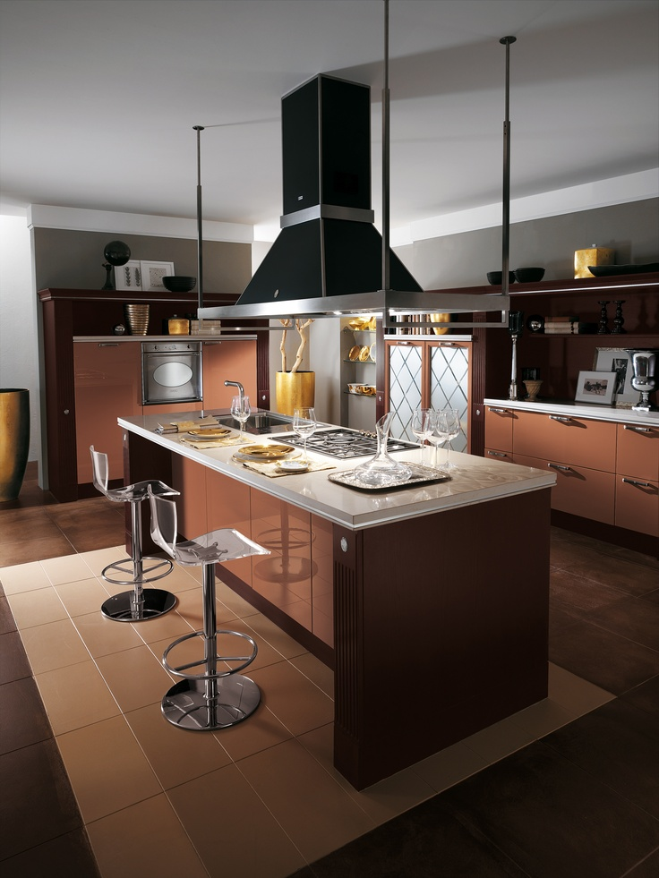 Baccarat by Gianni Pareschi. A lovely home, an elegant kitchen. #kitchens #Scavolini