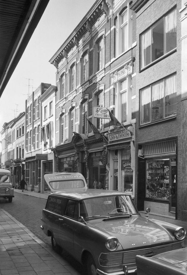 Breda. Lange Brugstraat 22-24. 1962.