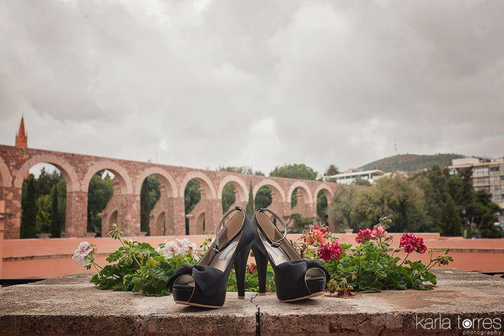 #destinatioweddingphotography #destinationwedding #weddingphotography #weddingphotos #weddingshoes