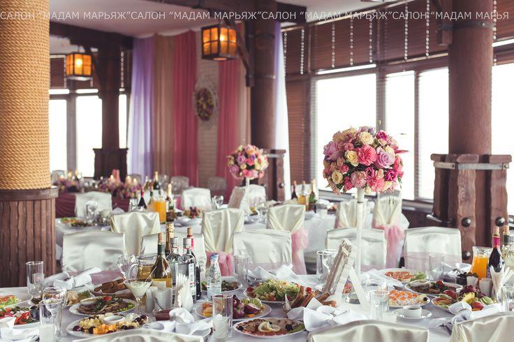 Уютный банкетный зал в убранстве из цветов и свечей! Идеи для вдохновения здесь http://vk.com/public43284539