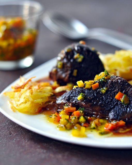 Geschmorte Ochsenbacken mit Kartoffelstroh und Gremolata #Rind #Schmoren #Ochsenbacke #Gremolata #Kartoffelstroh #IrishHereford