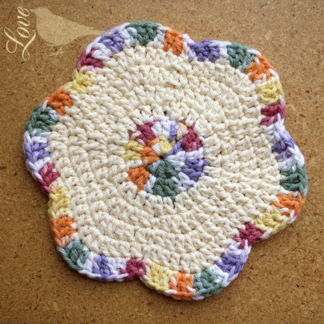 Flower Crochet Cloth Pattern (One of my favorites!) ༺✿ƬⱤღ http://www.pinterest.com/teretegui/✿༻