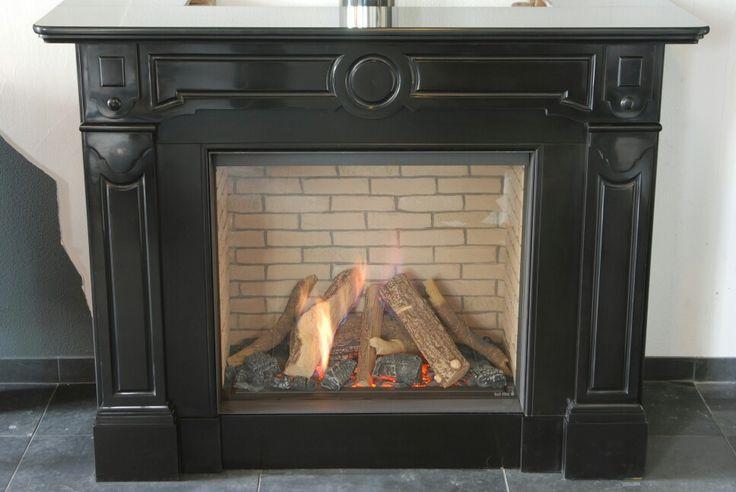 Nieuw in onze showroom. Kal-fire hybride eco-line 75 met gerestaureerde schouw uit 1910 van ambiance natuursteen.