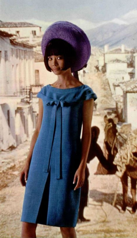 Love the fluid line of the binding from bodice to base of the sleeve. 1965 Pierre Cardin