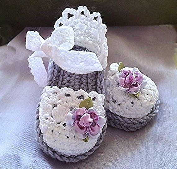 Baby Girl Booties, Easter Lavender Booties, Baby Crochet Sandals Lace like baby girl sandals in lavender and white. Made with a double sole