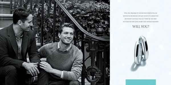 Il noto marchio di gioielleria Tiffany, ha deciso di scegliere una coppia gay per pubblicizzare i nuovi anelli di fidanzamento, simbolo d'amore universale. http://www.sfilate.it/239443/tiffany-sceglie-una-coppia-gay-per-la-campagna-pubblicitaria