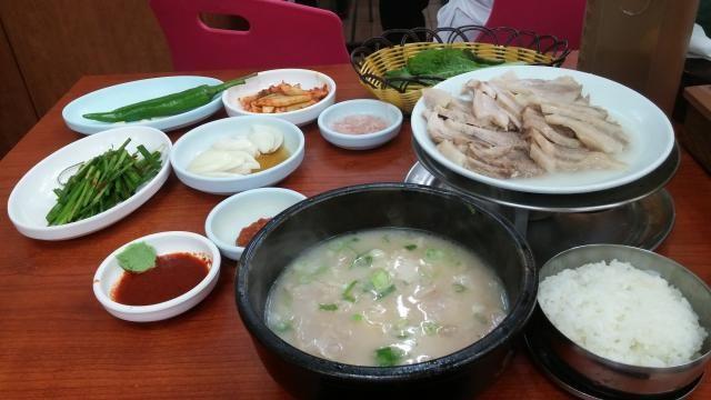 釜山(韓国)釜山テジクッパ、超有名な行列のできる店!!
