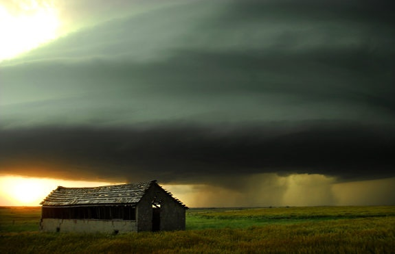 Rotating super cell thunderstorm.: Super Cell, Stormy Sky, Thunderstorms Spin, Cell Thunderstorms, Cloud, Lights Storms, Rotator Super, Amazing Photos, Old Barns