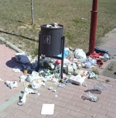 FOTOS DE BASURA TIRADA POR LA CALLES DE SEVILLA | Periodico asuncionista: La basura que tiran en el colegio