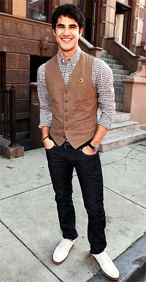 Glee's Darren Criss likes unexpected accessories (neon pink sunglasses at the Globes, anyone?). For an L.A. event, he added bright white oxfords and a star pin to his striped vest and plaid shirt.