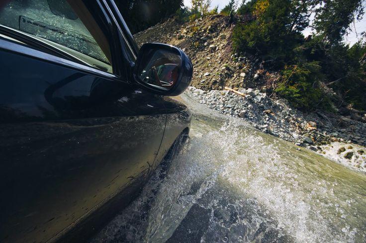 Горячие источники Keyhole Falls Hot Springs — На 43-м километре дорогу пересекает горный ручей. Народ на форумах любит при упоминании этого ручья перечислять характеристики своих Субару и обязательно намекать на неуверенность в его форсировании на неполноприводных машинах, на самом же деле здесь проедет и ее Величество на Приусе, все остальное — да кто угодно, на чем угодно, если ему позволит его это кризис среднего возраста.