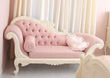 姫系インテリアにピンクの高級カウチソファ【ピンク色の雑貨カタログ】