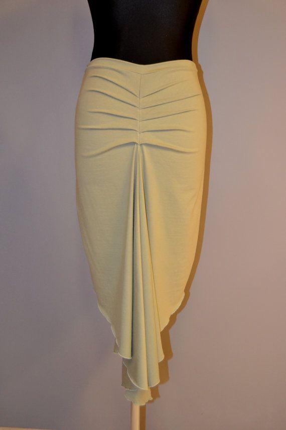 Declaración la falda tango en establo elástico (95% viscoso, 5% elastan) sola jersey de punto con pliegues simétricos en la espalda, que cola y volantes acabado.  Es costumbre en cualquier stock color y tamaño deseado y la longitud. Cuándo ordenar indique su cadera y cintura medida así como el color de su elección.   EN STOCK: Hazel en talla S/M - +-70 cm de cintura y +-caderas de 92 cm.   Los colores, actualmente en stock, ordenadas de izquierda a derecha, de hasta abajo.  Hazel Púrpura...