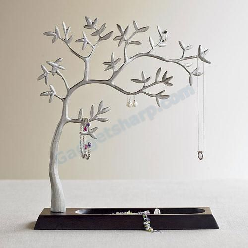 Sculpted jewelry tree
