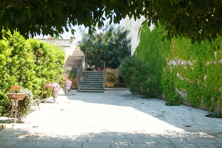 'Cortile' is the italian name of this place. Relax and wellness at Torre del Parco, Lecce, Italy