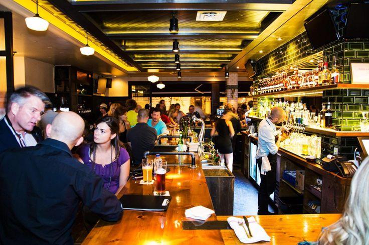 Les bars et restos où écouter la première (vraie) game du Canadien   NIGHTLIFE.CA