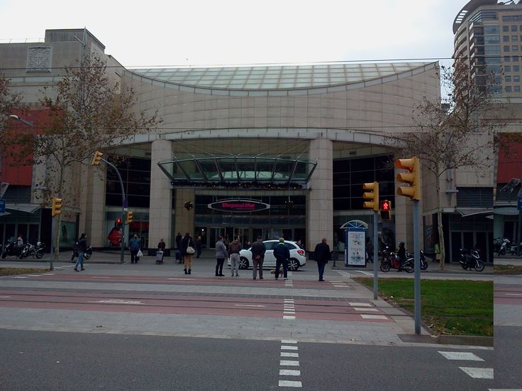 Frente al Centro Comercial Diagonal Mar