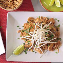 Zdjęcie do przepisu: Pad thai z kurczakiem