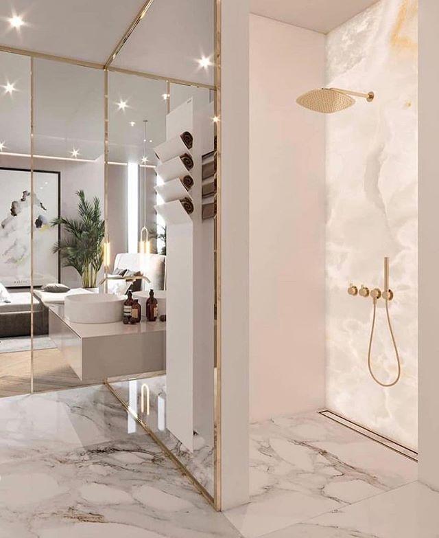 Amamos Os Detalhes Em Dourado Nesse Banheiro Inspiracao Linda By Homeluxo Ad A Bathroom Interior Design Elegant Interior Design Luxury Bathroom Master Baths