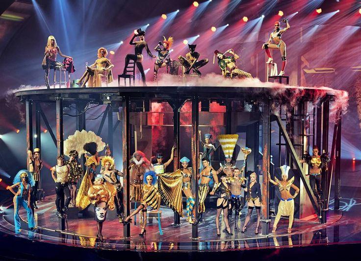 .. und schon haben wir 2018   Wir hoffen ihr hattet einen guten Rutsch!  Foto: Robert Grischek- Nefertiti's Party  It is already 2018  we hope you had a great start into the new year   #blondundbraun #blond&braun #salzburg #österreich #nefertiti #party #newyear #newood #stylist #friseure #maskenbildner #theater #show #masken #schminken #specialmakeup #makeup #perücken #wigs